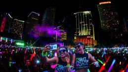 crowd-selfie